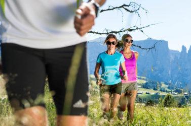 Laufen am Fuße der Seiser Alm und in den Tälern Südtirols