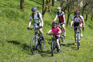 Excursion by mountain bike with the whole family